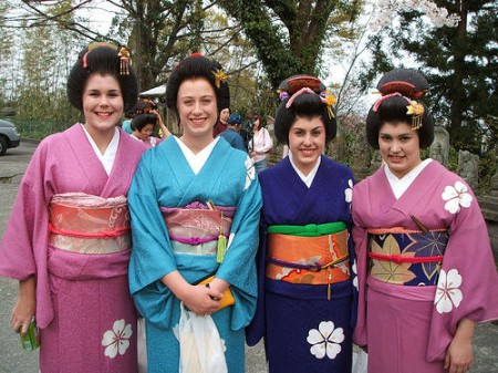 foreigners wearing kimonos in Japan